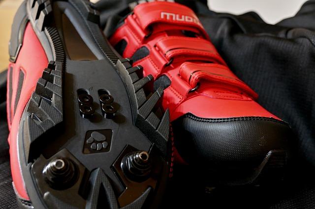 איך בוחרים נעליים לרכיבה על אופניים?